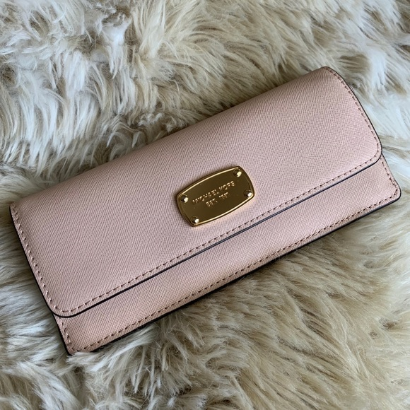 Michael Kors Handbags - Michael Kors envelops wallet